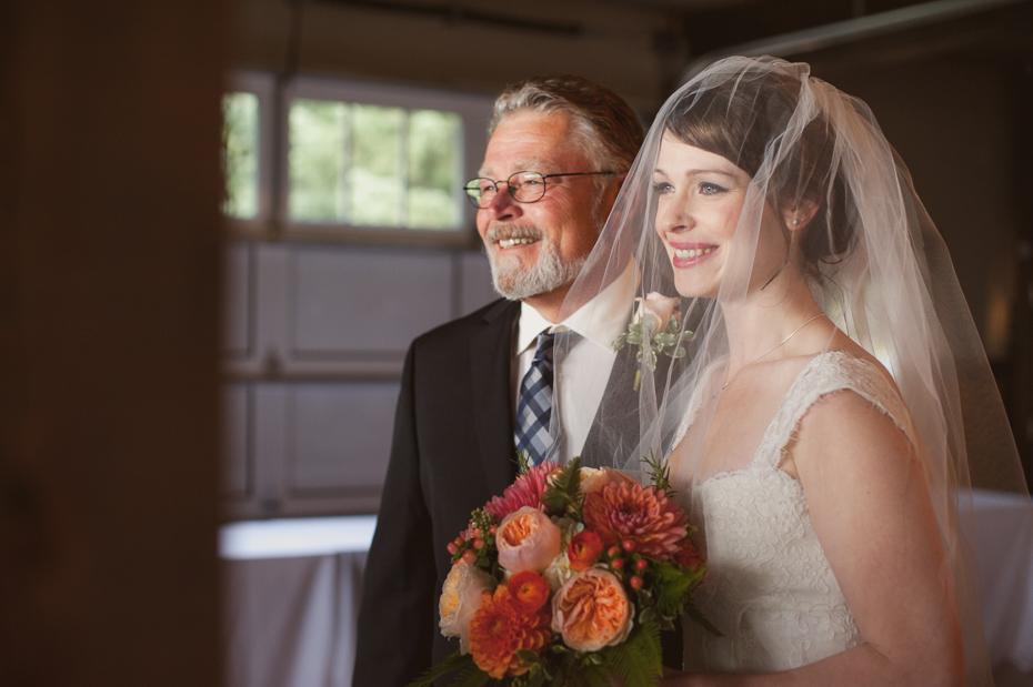 pacific-northwest-fall-gorge-crest-wedding-017